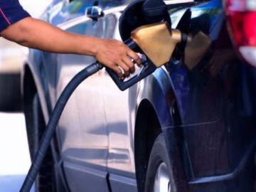 ¿Qué es, cuánto cuesta y cómo se reposta el AdBlue de los diésel?