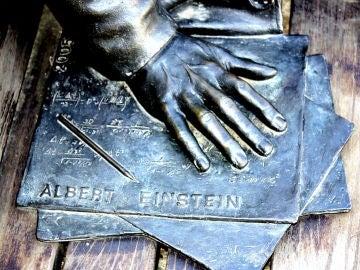 Albert Einstein no predijo algunas características del universo