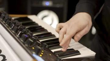 Moog, uno de los sintetizadores clásicos más vistosos y cotizados.
