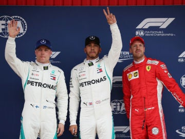 Lewis Hamilton, junto a Bottas y Vettel en Barcelona