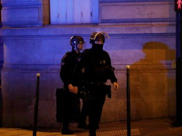 Miembros de la Policía francesa en París