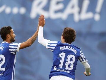 Oyarzabal celebrando un gol