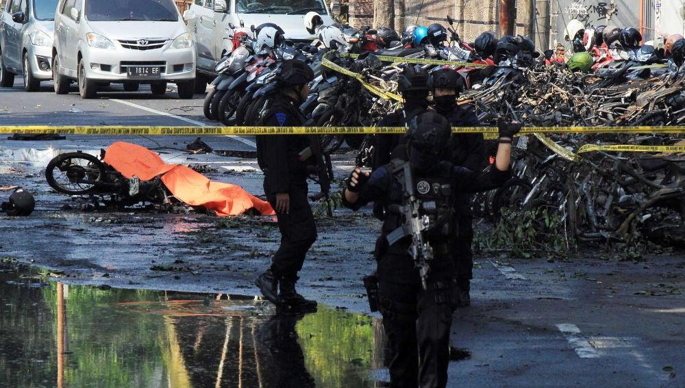 Tres atentados contra iglesias cristianas en Indonesia