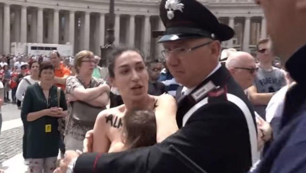 Detienen a una activista de Femen en el Vaticano