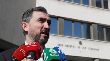 Ignacio Escolar a la salida de los juzgados de Plaza de Castilla