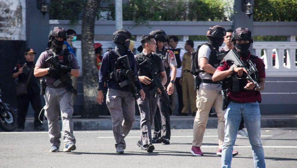 Varios heridos en la explosión de una bomba en una comisaría de Indonesia