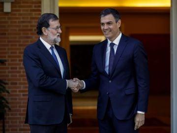 El presidente del Gobierno, Mariano Rajoy, y el líder del PSOE, Pedro Sánchez