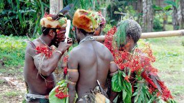 Miembros de una tribu indígena en Papúa Nueva Guinea