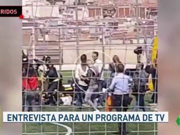 Once heridos al derrumbarse una grada durante una entrevista con Iniesta