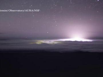 La erupción del volcán Kilauea deja resplandores espectaculares desde el cielo