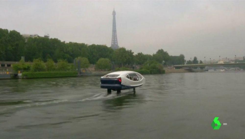 No emite CO2, no hace ruido y funciona a través de una app: 'el taxi del futuro' ya se prueba en aguas del Sena