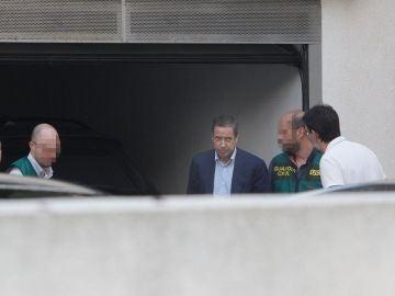 Eduardo Zaplana en el registro de su casa en Benidorm