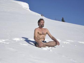 Wim Hof dice haber desarrollado una técnica de respiración que le permite aguantar temperaturas extremas