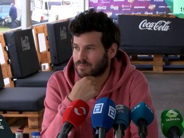 Willy Bárcenas hablando ante los medios