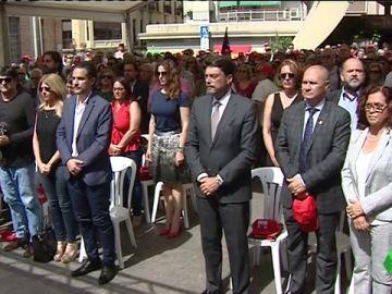 Emotivo homenaje a las víctimas del bombardeo del mercado central de Alicante 80 años después de la masacre