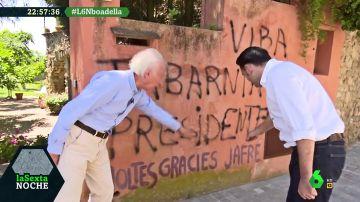 """Albert Boadella, sobre las pintadas en la fachada de su casa: """"Se nota que son un poco incultos en castellano"""""""