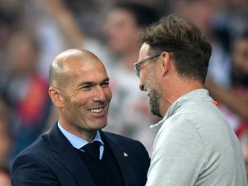 Zidane y Klopp se saludan