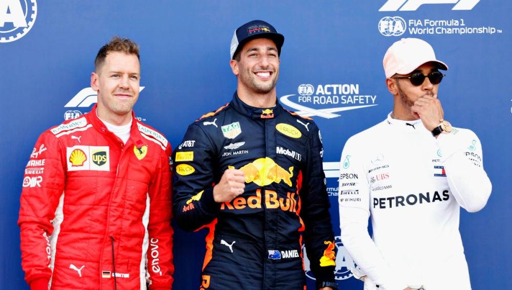 Daniel Ricciardo, con Vettel y Hamilton