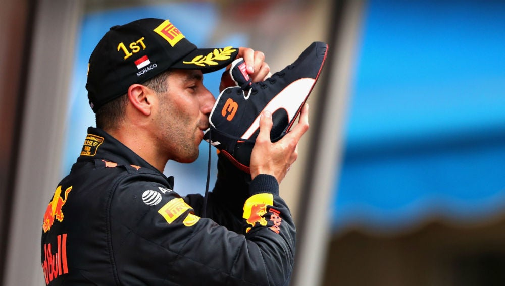 Ricciardo bebe de su bota