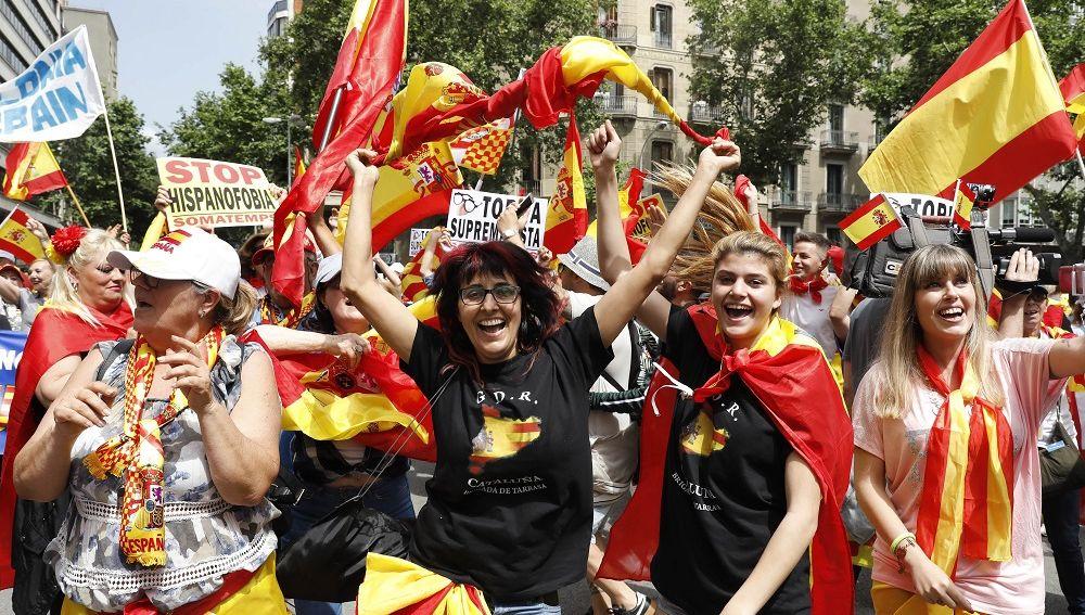 Participantes de la manifestación por la unidad de España en Barcelona