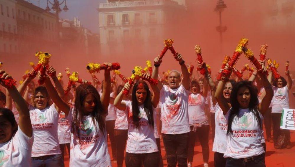 Una multitudinaria protesta exige en Sol el fin de la tauromaquia