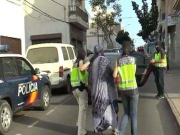 Momento en el que la yihadista española, Silvia Celestín, es detenida en Lanzarote en 2015