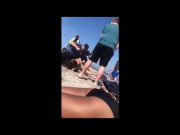 Nuevo caso de brutalidad policial: una joven, detenida a golpes en una playa de Nueva Jersey