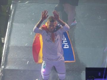 Sergio Ramos se arrodilla ante la Decimotercera