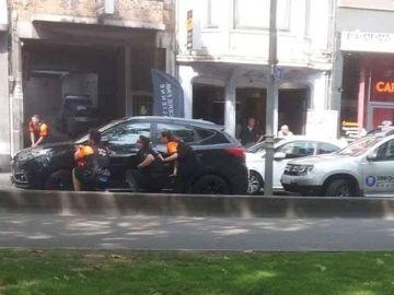 Los agentes en la zona del tiroteo en Lieja