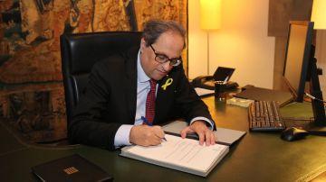 El presidente de la Generalitat, Quim Torra, firma un nuevo decreto de nombramiento de los consellers
