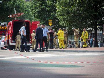 Las fuerzas de seguridad en la zona donde ha ocurrido el ataque en Lieja (Bélgica)
