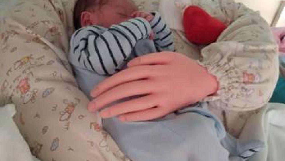 c46e9669a Una enfermera valenciana inventa un cojín que abraza a los bebés ...