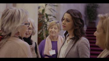 Inés Arrimadas con las abuelas de Bienvenidas al norte