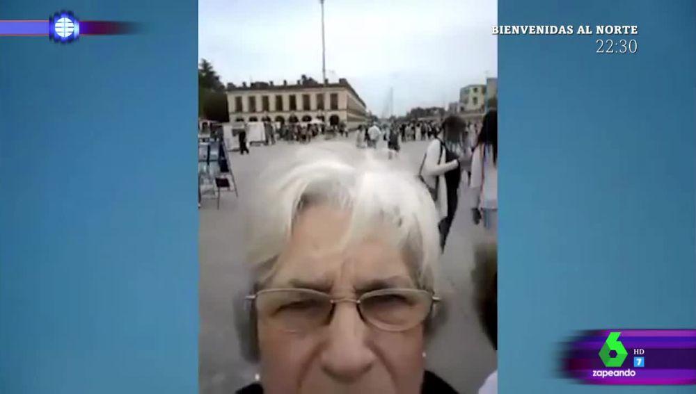 La divertida odisea de unas señoras con el modo 'selfie' que se ha hecho viral en redes sociales