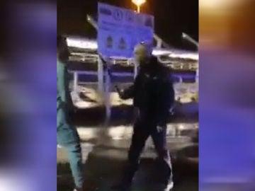 Policía golpeando a un joven en Gijón