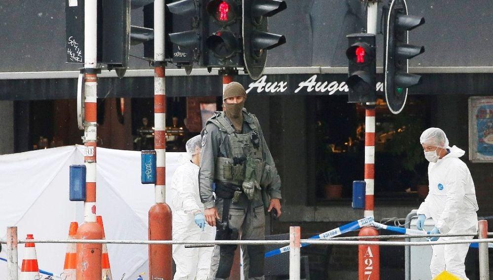 Investigación en el lugar del ataque en Lieja
