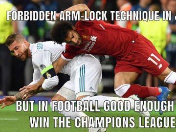 'Meme' de la acción de Sergio Ramos con Salah