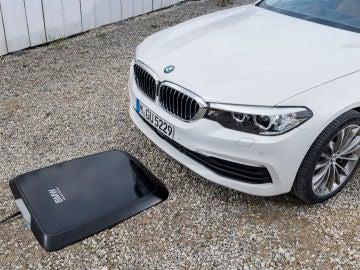BMW lanza su primer cargador inalámbrico para el 530e iPerformance híbrido