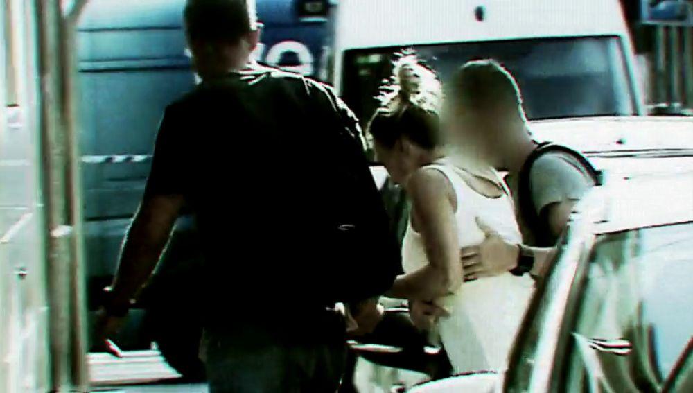 """<p>La versión de Alejandra sobre el crimen de Elda que no encajó para los investigadores: """"Me pegaron un golpe con uno de los cascos""""</p>"""