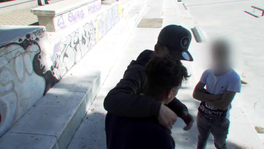 <p>Vivir con miedo: 'La banda del disolvente', el grupo de menores que atemoriza al barrio madrileño de Hortaleza</p>