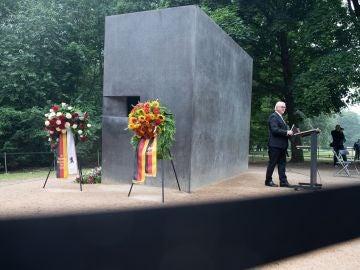 Steinmeier durante la celebración del décimo aniversario del monumento en memoria de los homosexuales perseguidos durante el nazismo
