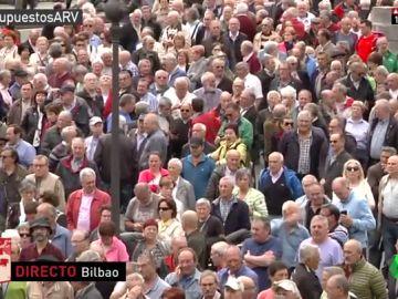 Miles de pensionistas se manifiestan en Bilbao
