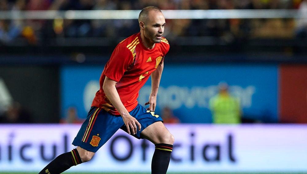 Andrés Iniesta, jugando con la selección española