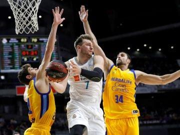 Luka Doncic, en acción ante el Gran Canaria