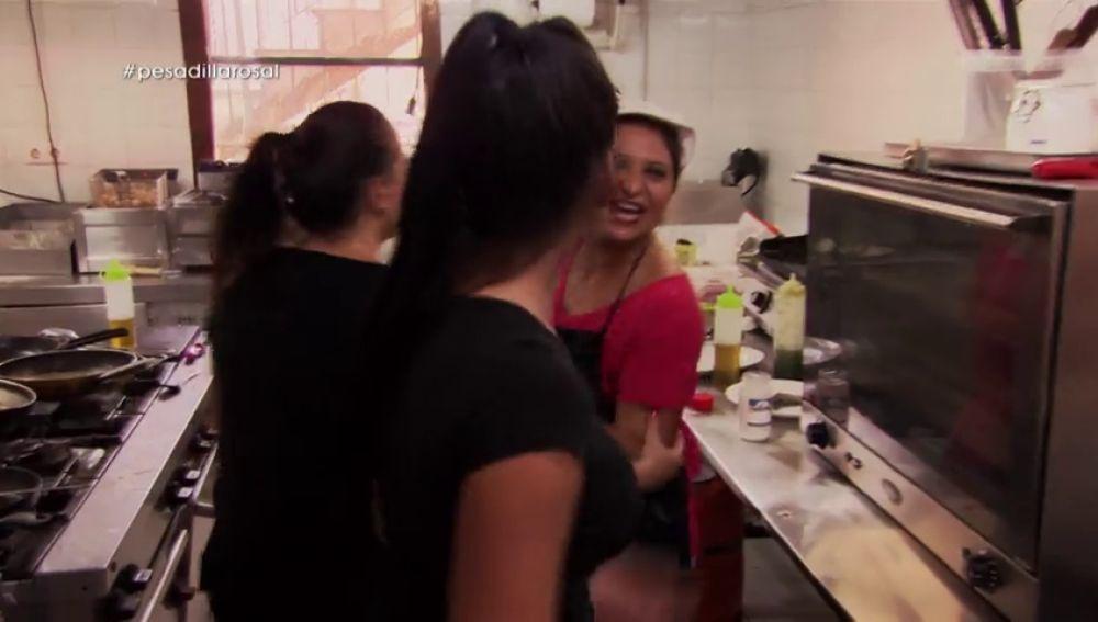"""<p>Los gritos reinan en la cocina de 'El Rosal': """"No te pongas a pelear con todo. Trabaja y no hables""""</p>"""