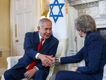 Theresa May con Benjamin  Netanyahu