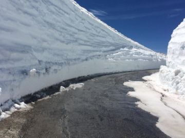 Paredes de nieve en Sierra Nevada