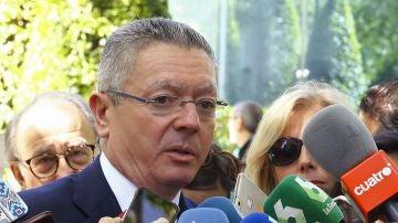 El expresidente de la Comunidad de Madrid, Alberto Ruiz-Gallardón, en declaraciones a los medios a su salidad de la Audiencia Nacional