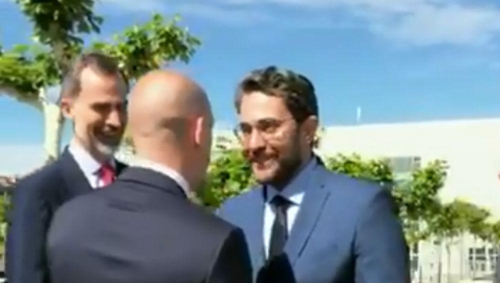Maxim Huerta y Luis Rubiales se saludan