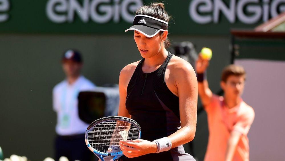 Muguruza se lamenta tras perder un punto ante Simona Halep